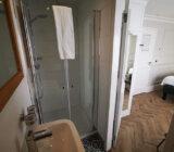 Magnifique IV bathroom shower